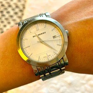 Burberry watch. 39mm.